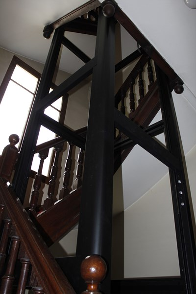 Building we and style on pinterest for Eclairage cage d escalier